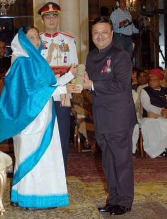 Dr. Yash Gulati Received Padma Shri Awards through President of India